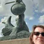 Lena na tle warszawskiej Syrenki