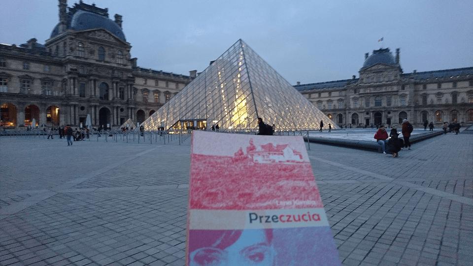 Książka Przeczucia na tle Luwru
